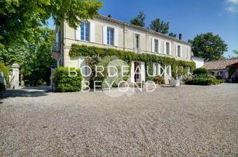 Très beau domaine viticole d'un seul tenant avec vue panoramique à seulement 35 minutes de Bordeaux.