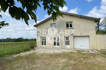 Ensemble de 3 logements (111m2, 74m2 & 60m2) en pierre ancienne à seulement 10 minutes du village de Saint-Emilion.