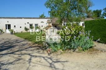 Propriété avec vue panoramique avec maison de maître, 4 chambres d'hôtes et gîte